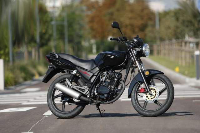 Вид сбоку мотоцикла Lifan LF125-9J