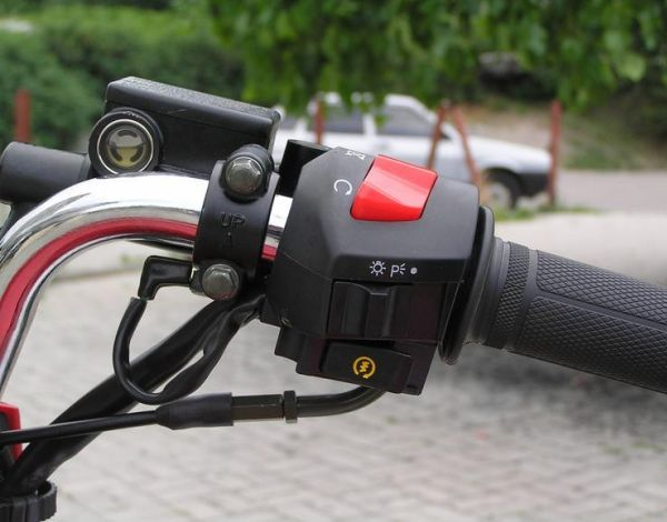 Ручка руля мотоцикла Lifan LF150-2E с элементами управления