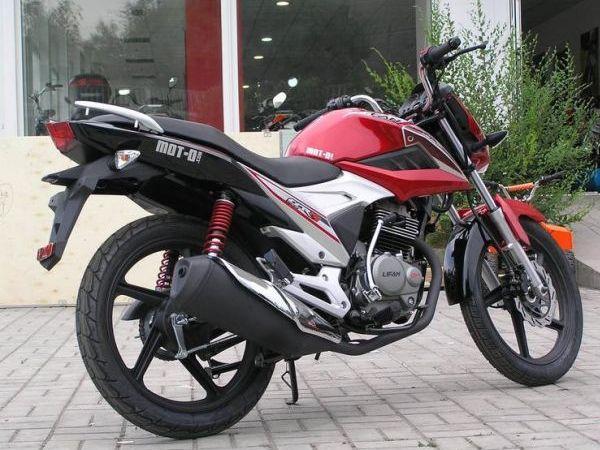 Городской мотоцикл Lifan LF150-2E, вид сзади