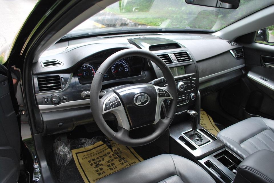 Салон Lifan 820 со стороны водителя